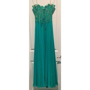 Dresses & Skirts - ✨Strapless Prom Dress w/ Corset Top✨